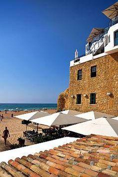 """Albufeira  Portugal.Esto es la plaza principal del pueblo y el restaurante """" a ruina """" un clasico"""