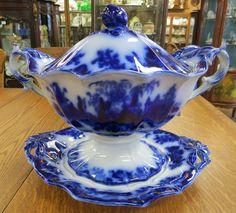 Awesome and impressive flow blue ironstone pottery circa 1840 to 1845 in the Scinde pattern by J & G Alcock includes a huge tureen in excellent condition, a ladle with a repair and matching under . Antique Dishes, Vintage Dishes, Vintage China, Flow Blue China, Blue And White China, Blue Dishes, White Dishes, Blue Plates, White Porcelain