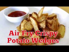 An easy recipe for cooking potato wedges using air fryer Air Fry Potatoes, Air Fryer Recipes Potatoes, Crispy Potatoes, How To Cook Potatoes, Gourmet Recipes, Cooking Recipes, Healthy Recipes, Simple Recipes, Air Fryer Recipes Weight Watchers