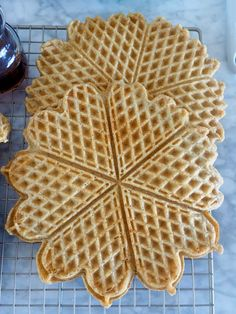 Havrevafler #vafler #waffles #vaffelkos #vaffel #wafflerecipes #vaffeloppskrifter #oppskrifter #havre #havrevafler #oats #oatwaffles Norwegian Food, Waffle Recipes, Cake Cookies, Food For Thought, Nom Nom, Pancakes, Allergies, Brunch, Food And Drink