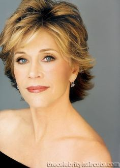 Jane Fonda shows a great hair style and make-up for 50+