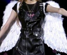 rosé lq icon details Goth Aesthetic, Aesthetic Movies, Kpop Girl Groups, Kpop Girls, Kpop Fashion, Girl Fashion, Aquarius, Punk, Black Pink Kpop