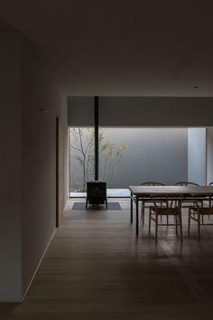深山知子一級建築士事務所・アトリエレトノ|富山県富山市 Simple Interior, Minimalist Interior, Minimalist Home, Home Interior Design, Interior Architecture, Living Roon, Japan Interior, Dining Nook, House Rooms