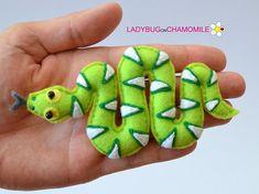 Felt SNAKE - Emerald Tree Boa, stuffed felt Serpent magnet or ornament, Snake toy,Serpent, Viper, Rainforest, Tree Boa, Felt serpent, Snake