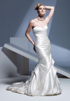Mermaid Gown Fabric – Silky Pearl Satin Neckline – Sweetheart Silhouette – Trumpet/Mermaid Train – Semi-Cathedral Waistline – Natural Corset Back