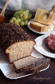 Pane integrale alla birra e miele - IlGattoGhiotto.it Dessert Recipes, Desserts, Crackers, Banana Bread, Food And Drink, Pane Pizza, Cooking, Pasta, Gourmet