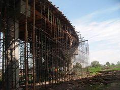#andamios en la construcción de un puente