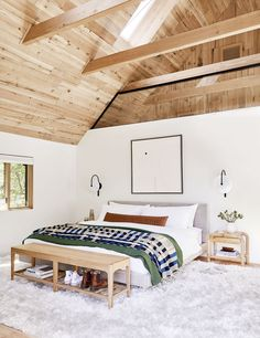 Home Decor Habitacion The Right Way To Make Your Bed - Our 5 Best Formulas - Emily Henderson Decor Habitacion The Right Way To Make Your Bed - Our 5 Best Formulas - Emily Henderson Modern Bedroom, Master Bedroom, Bedroom Decor, Bedroom Ceiling, Contemporary Bedroom, Bedroom Ideas, Bedroom Lighting, Scandi Bedroom, Shabby Bedroom