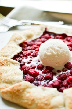 My Easy Raspberry Galette is a good flaky pastry embracing fresh picked raspberries. It's easier than fruit pie, but every bit as delicious. Raspberry Lemon Cakes, Lemon Layer Cakes, Raspberry Desserts, Raspberry Tarts, Köstliche Desserts, Delicious Desserts, Dessert Recipes, Fresh Raspberry Recipes, Raspberry Cheesecake