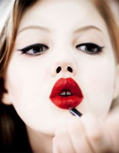 Red lips on Lindsey Wixson.