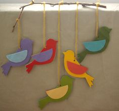 Jewish Holiday crafts - Easy and Inspiring Homemade Sukkah Decoration Crafts for Sukkot Kids Crafts, Preschool Crafts, Felt Crafts, Decor Crafts, Craft Projects, Arts And Crafts, Mobile Craft, Bird Mobile, Simchat Torah