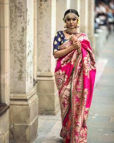 The latest Indian saree designs look-book is here! Take a look at some of the most amazing and new-age styles of draping your regular saree like a diva! Benarsi Saree, Bollywood Saree, Saree Blouse, Saree Poses, Sabyasachi, Bollywood Fashion, Saree Wedding, Wedding Wear, Bridal Lehenga