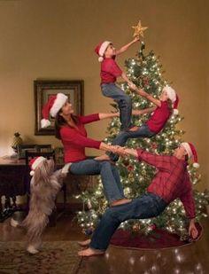 18 Felicitaciones de Navidad Creativas y Divertidas - Felicitaciones familia acróbata