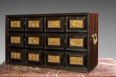Cabinet en placage de palissandre.  Travail allemand, du XVIIe siècle
