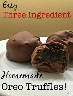 With only three ingredients and a little bit of your time, you can whip up some of these incredible Oreo Truffles!