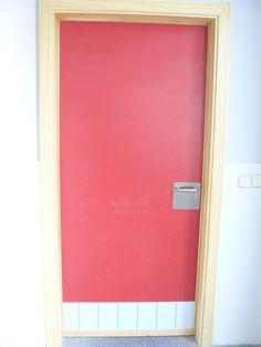 Puerta lacada en rojo