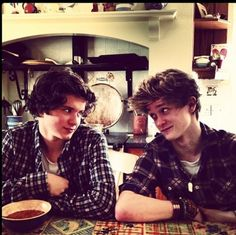 Not 1D related but this is 2/4 of the band The Vamps. They do covers and originals on YouTube. They are mad up of Brad, Tristan, James, and Conner. This is Connor and Brad being cute. Go subscribe to them on YouTube! They're fabulous! ❤