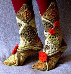 Domubiedri - Visādi rokdarbi, roku darbi un cits - Galerijas - Tamborētas zeķes… Crochet Boot Socks, Knitted Slippers, Crochet Stitches Patterns, Stitch Patterns, Bootie Sandals, Shoes Sandals, Crochet Granny, Diy Projects To Try, Booty