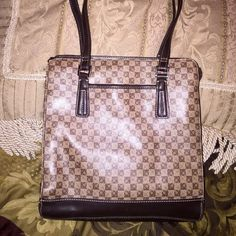 Liz Claiborne Purse EUC Pre-Loved Liz Claiborne Purse in EUC with lots of space  Has three different sections with plenty of subsections  Very cute for the office or daily wear  Normal wear bottom, could use a good cleaning Liz Claiborne Bags Shoulder Bags