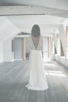 Robe de mariée en giupure et crêpe Georgette Donatelle Godart http://www.vogue.fr/mariage/adresses/diaporama/la-nouvelle-collection-mariage-de-donatelle-godart/23175#robe-de-marie-en-giupure-et-crpe-georgette-donatelle-godart