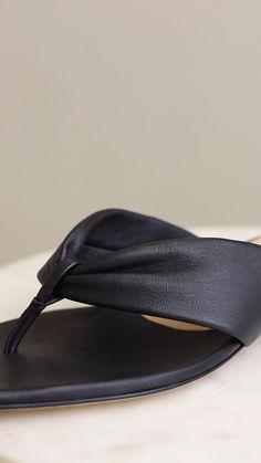 more photos 1d5ea 31409 ADIDAS Adissage Slides Men s Shower Sandals Sz 10 ADIDAS Adissage Slides  Men s Shower Sandals Athletic Sport Beach Size 10 Navy Cond…