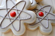 I know exactly who I'm making these for!!Atom by Serendipitous Sweets #science
