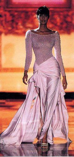 Yasmeen Ghauri: Versace
