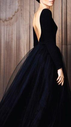 Robe noire élégante.