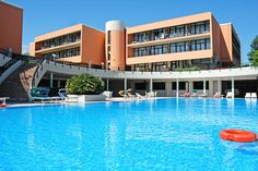 Hotel Holiday - Sirmione ... Garda Lake, Lago di Garda, Gardasee, Lake Garda, Lac de Garde, Gardameer, Gardasøen, Jezioro Garda, Gardské Jezero, אגם גארדה, Озеро Гарда ... The modern Hotel Holiday  Residence complex is designed to ensure you a pleasant stay thanks to a multitude of services and our friendly, capable reception and staff always ready to satisfy any request. It is located at the beginning of the peninsula of Sirmione, very close to the n