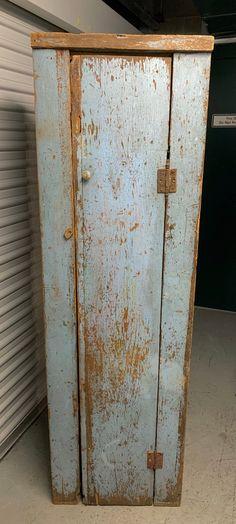 Primitive Kitchen Cabinets, Old Cabinets, Antique Cabinets, Cupboards, Primitive Furniture, Primitive Antiques, Vintage Furniture, Primitive Decor, Diy Furniture