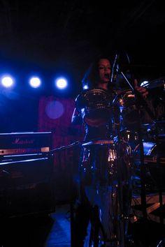 Emilie Cleuver on vocals & percussion.