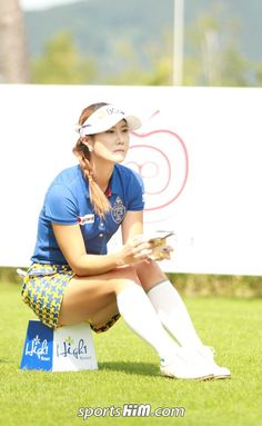 What Is the Correct Golf Swing? Golfers the world over are always in search of the perfect golf swing or the right golf swing. Girl Golf Outfit, Cute Golf Outfit, Girls Golf, Ladies Golf, Sexy Golf, Golf Theme, Sexy Socks, Lpga, Golf Accessories
