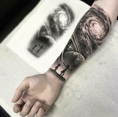 Rick et Morty Univers Tattoo - Space tattoo - tatouage Galaxy Tattoo Sleeve, Space Tattoo Sleeve, Tattoo Sleeve Designs, Tattoo Designs Men, Sleeve Tattoos, Hand Tattoo, Alien Tattoo, Tattoo Forearm, Tattoo Ink