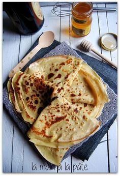 Crepes au cider-and-honey-de-Bretagne Desserts With Biscuits, Sweet Desserts, Dessert Recipes, Gluten Free Recipes, Vegan Recipes, Cooking Recipes, Buckwheat Recipes, Flour Recipes, Sin Gluten