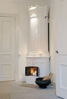 A contemporary small apartment with Swedish style Interior Design. A small space apartment, with very cozy and spacious interior. Swedish Style, Swedish House, Swedish Design, Scandinavian Design, Scandinavian Fireplace, Nordic Style, House Tweaking, Swedish Interiors, White Interiors