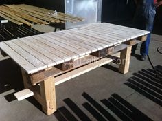 Table made prom pallets and some scrap wood for the legs. Idea sent by Sorin !