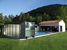#abri #piscine #adosse #veranda #telescopique Abri adossé pour piscine convient aux personnes qui pratiquent régulièrement la nage !