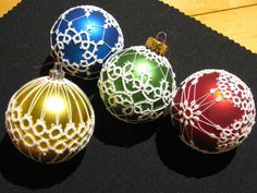 Tatted Christmas Ornaments (links to Art of the Lakes Gallery ... an art shop)