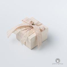 Μπομπονιέρα Βάπτισης Χάρτινο Εκρού Κουτάκι Καρό Φιογκάκι Gift Wrapping, Gifts, Gift Wrapping Paper, Presents, Wrapping Gifts, Gift Packaging, Gifs, Wrapping, Present Wrapping