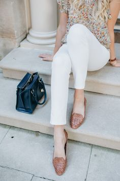 I love these loafers paired with some white jeans for transitional weather! Mom Outfits, Summer Outfits, Fashion Outfits, Summer Clothes, Preppy Style, My Style, Brown Loafers, Cold Weather Outfits, Down South