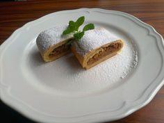 Babiččin štrůdl - Zrzka v kuchyni French Toast, Treats, Breakfast, Ethnic Recipes, Sweet, Food, Sweet Like Candy, Morning Coffee, Candy