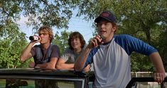 The Dazed and Confused cast drank real beer for most of their scenes. - No wonder this movie is so freaking awesome