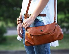 Whisky brown leather bag - crossbody leather bag in brown / Bolso de cuero marrón whisky - basic collection
