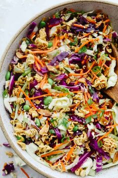 Asian Ramen Salad is full of color, flavor, and crunch! All of the fun textures make it perfectly satisfying and insanely delicious! Asian Ramen Noodle Salad, Ramen Noodle Recipes, Ramen Noodles, Soup And Salad, Pasta Salad, Best Summer Salads, Asian Recipes, Ethnic Recipes, Coleslaw Mix