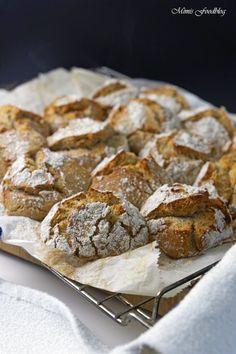 Buchweizen-Vollkorn Brötchen sind knusprige und rustikale Brötchen zum Frühstück, zur Brotzeit oder als Beilage zu Suppen und Eintöpfen. Die Buchweizen-Vollkorn Brötchen sind schnell und leicht gemacht, sollten jedoch ca. 12 Stunden ruhen, dann gehen sie im Backofen wunderbar auf und bilden diese rustikalenRisse in der knackigen Kruste. Ich backe sehr gerne mit Buchweizenmehl. Es ist …