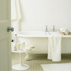Easy Feng Shui Tips: Decorate Your House with White: Your Eternal Spa: A White Bathroom
