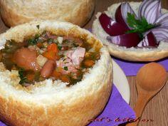 Ciorba de fasole cu ciolan servita in paine