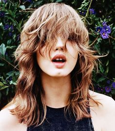 Angelo Pennetta shoots Lindsey Wixson for Vogue China June Styled by Cathy Kasterine. Hair by Luke Hersheson. 90s Grunge Hair, Short Grunge Hair, Hair Inspo, Hair Inspiration, Mullet Hairstyle, Men's Hairstyle, Second Day Hairstyles, Aesthetic Hair, Tips Belleza