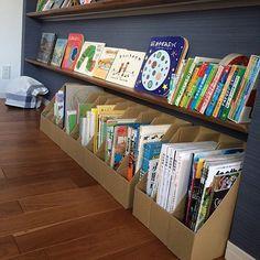 子どもが楽しくお片付け!おもちゃの収納アイディア | RoomClip mag | 暮らしとインテリアのwebマガジン Baby Bookshelf, Bookshelves Kids, Cardboard Box Crafts, Toilet Paper Roll Crafts, Diy Crafts And Hobbies, Activities For One Year Olds, Book Ledge, Kids Cafe, Ideas Prácticas
