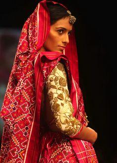 Lehenga gold zari zardozi indian weddings bride bridal wear www.weddingstoryz.com details Shudh desi